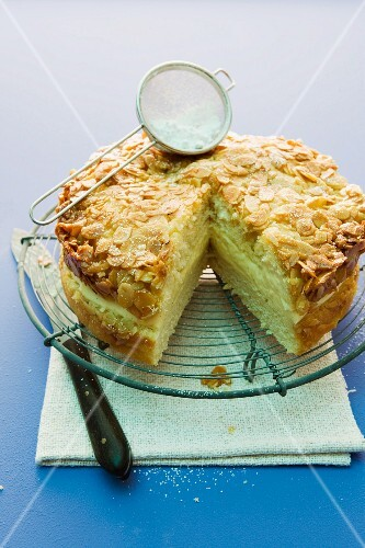 Bienenstich (caramelised almond cake) made with honey and vanilla pudding