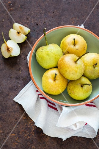 A bowl of Nashi pears