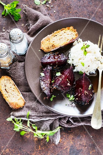 Fried beetroot with herbs and rice