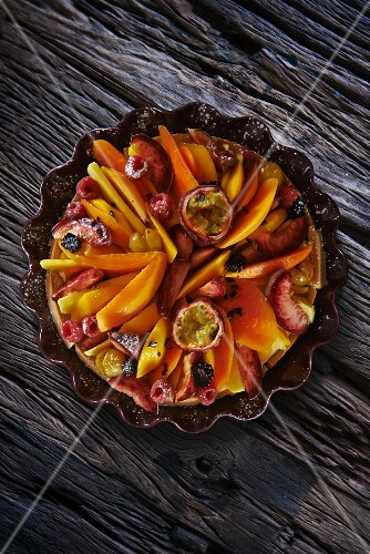 Fruit tart with berries and passion fruit (seen from above)