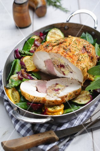 Stuffed turkey breast with courgettes and mange tout