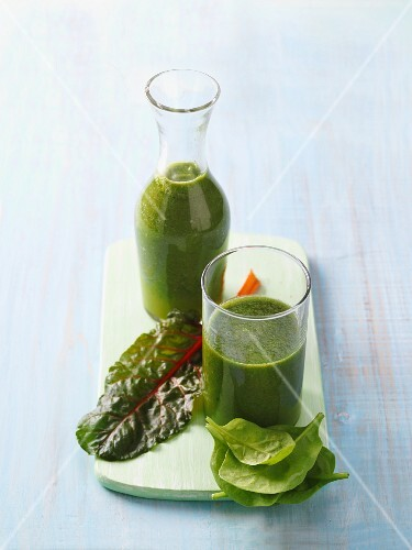 A healthy good night smoothie made from green vegetables
