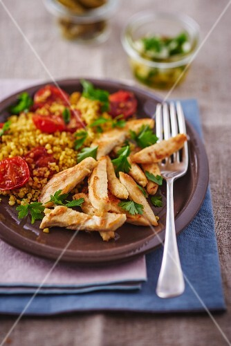 Chicken breast with bulgur and tomatoes