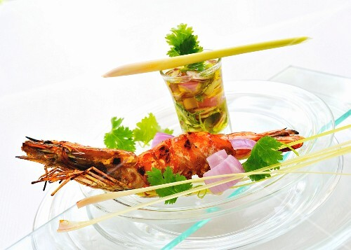 Grilled prawns with a vegetable dip