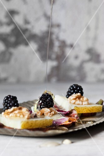 Manchego with bread chips, walnuts, blackberries and honey