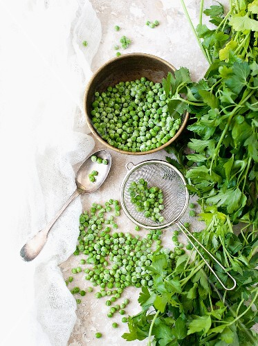 An arrangement of peas and parsley