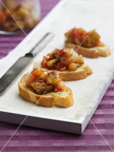 Crostini with aubergines, onions and tomatoes