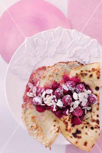 Pancakes with raspberries, honey and almonds