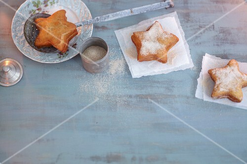 Star-shaped doughnuts with icing sugar