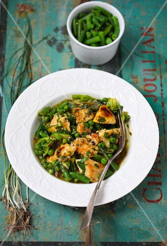 Chicken with green beans and peas