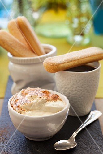 Sponge biscuits with mascarpone cream and coffee
