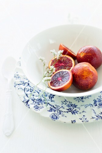 A bowl of blood oranges