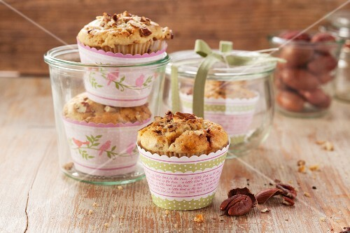 Pecan nut muffins with brittle