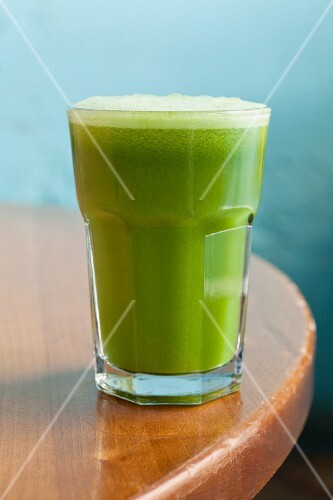 Apple and celery juice with spinach and ginger