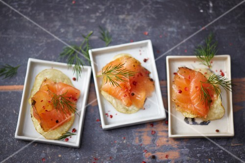 Marinated salmon on potato crisps