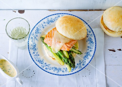 Salmon burger with green asparagus