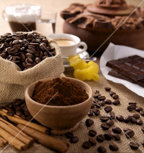 An arrangement of ground coffee, coffeebeans and chocolate