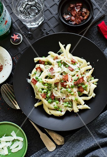 Pasta with peas, bacon and Parmesan