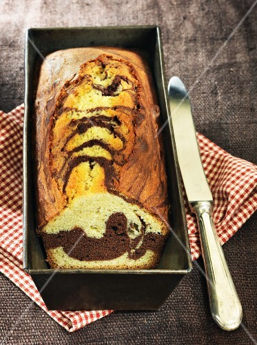 Marble cake in a loaf tin