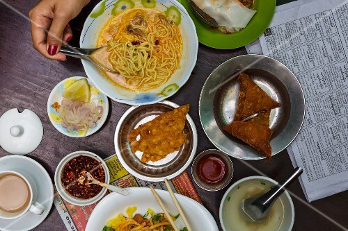 A Burmese breakfast featuring noodles and samosas