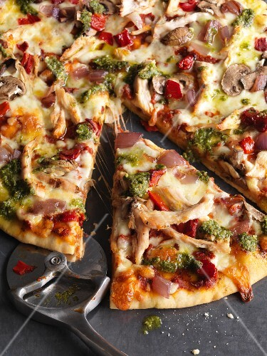 Pizza with pesto and chicken