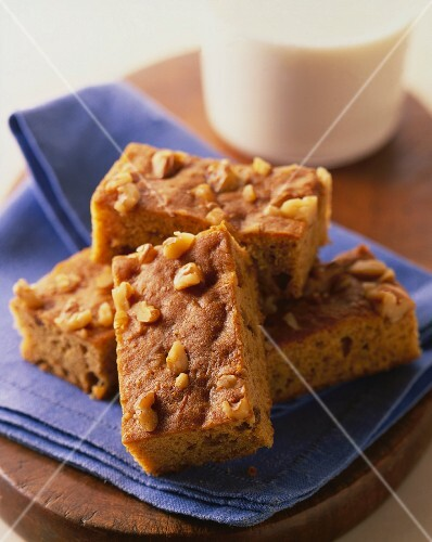 Blondies with pecan nuts