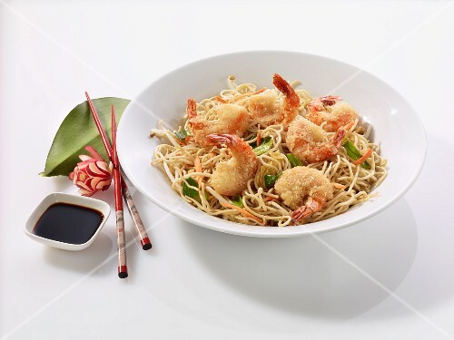 Fried noodles with shrimps and soy sauce (China)