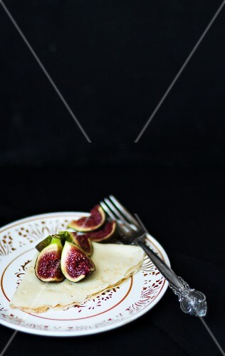 Crepe with figs