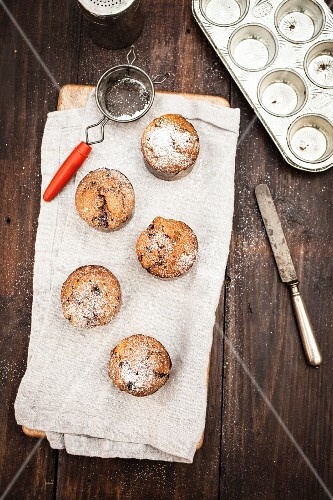 Chocolate chip muffins with icing sugar