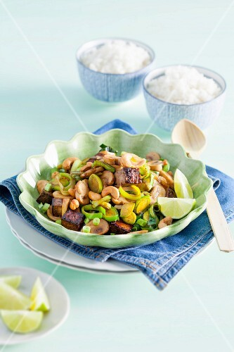 Flash fried leeks with cashew nuts and tofu
