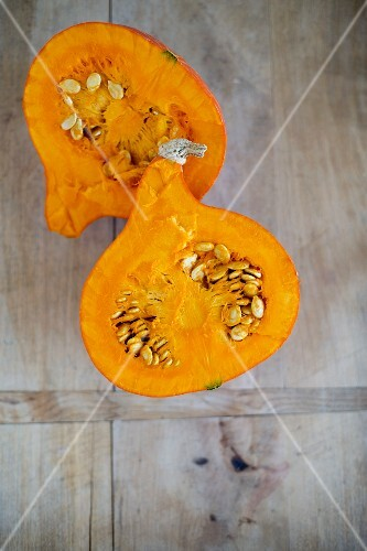 A halved Hokkaido pumpkin (seen from above)