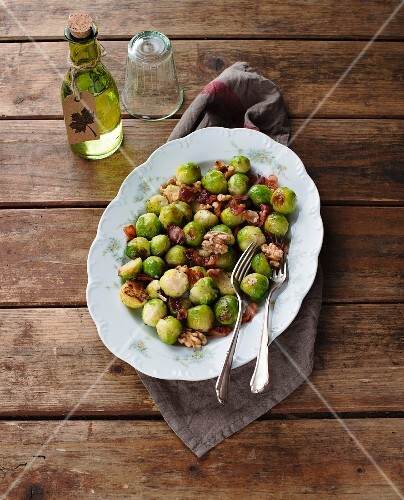 Brussels sprouts with walnuts and bacon