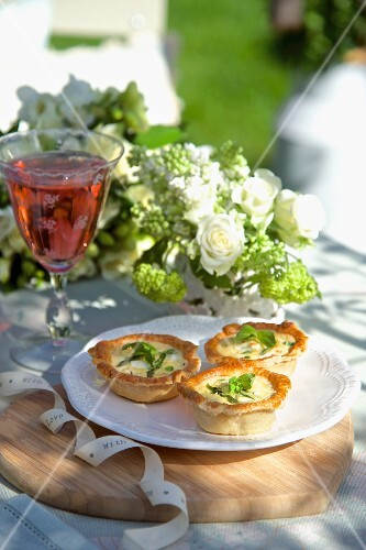 Mint and goat's cheese tartlets