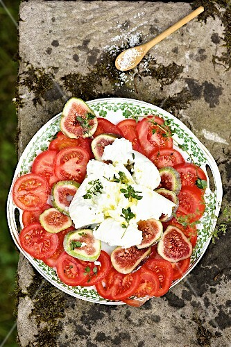 Tomatoes with figs and mozzarella