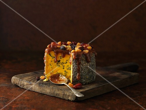 Blacksticks Blue cheese with glaze and dried fruit (England)