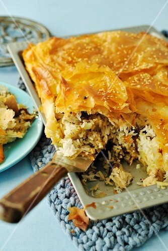 Spicy chicken rice with a filo pastry crust