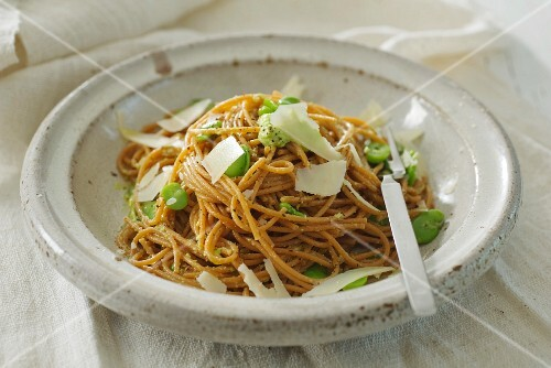 Spaghetti with broad beans, almonds and Parmesan cheese