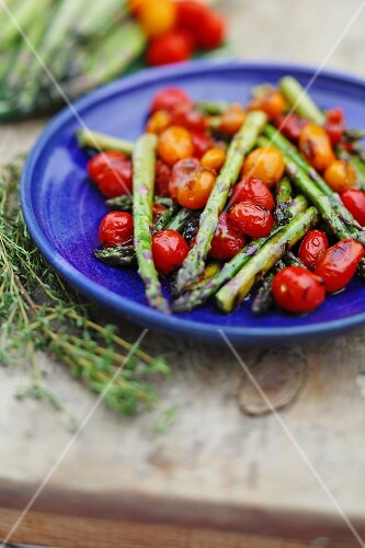 Grilled tomatoes and asparagus