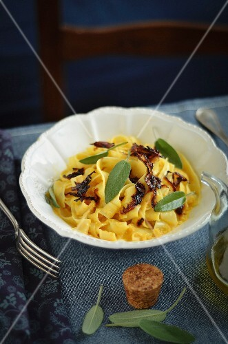 Tagliatelle with pumpkin carbonara and caramelised onions