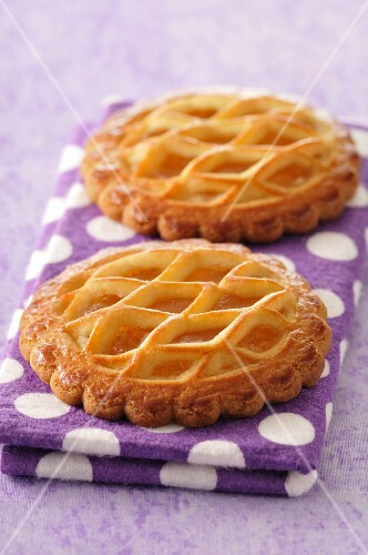 Apple tartlets with the marzipan lattice top