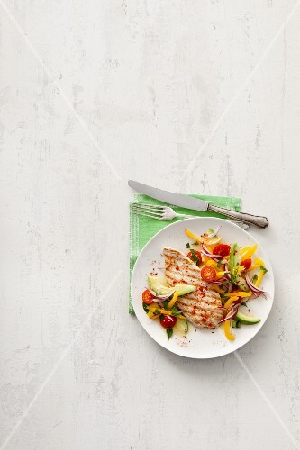 Turkey steak with a pepper and avocado salad