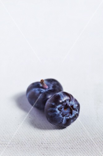 Two blueberries (close-up)