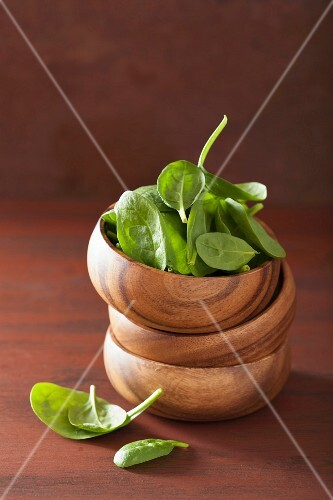 Spinach leaves in a wooden bowl