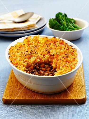 cottage pie mit gebratenem brokkoli england bild kaufen 11335298 stockfood. Black Bedroom Furniture Sets. Home Design Ideas