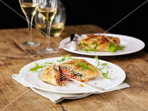 Salmon in puff pastry with rocket