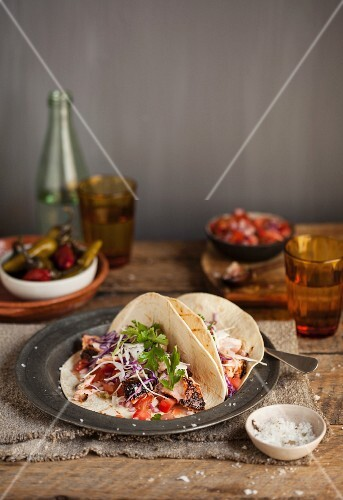 Fish tacos with tomatoes, red cabbage and cheese