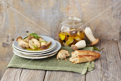 Marinated mushrooms with bread
