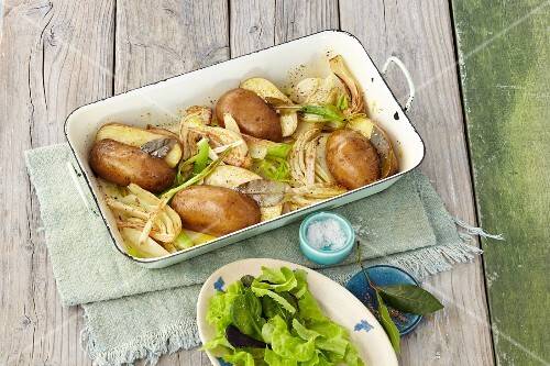 Baked potatoes with fennel
