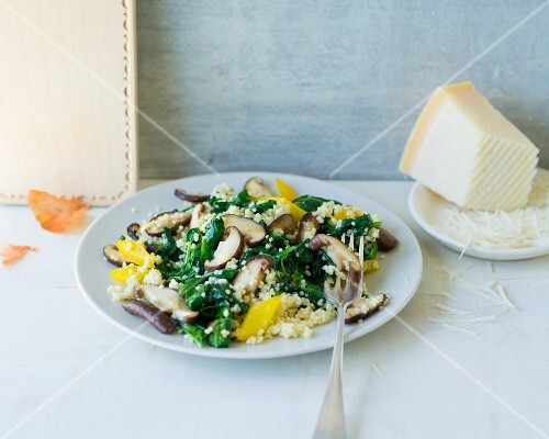 Spinach with millet and shiitake mushrooms