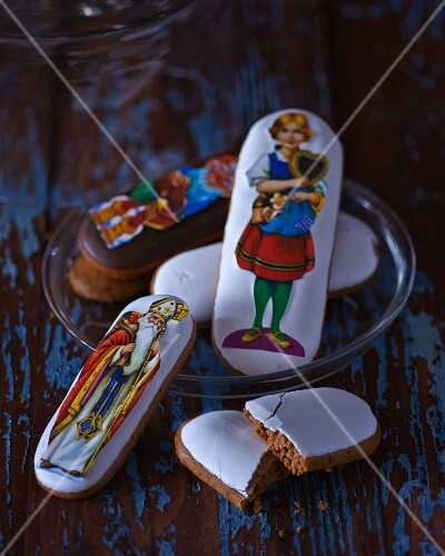 Gingerbread decoration with colourful paper figures